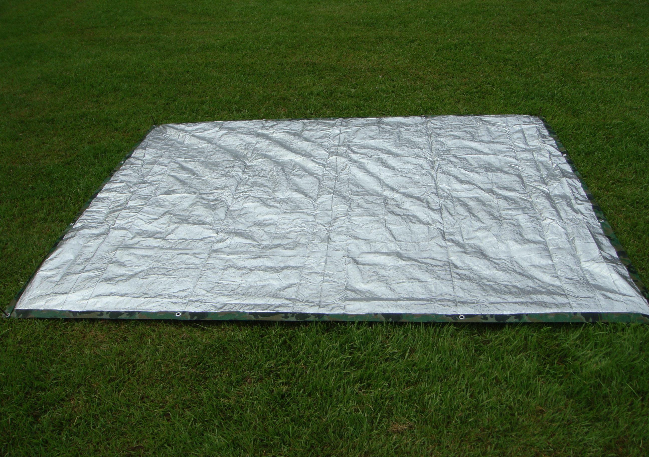 When it was nice and dry I gave it another round of durability testing and it seemed to work great. Even better painting the two 8u0027 x 10u0027 tarps barely ... & Make an Inexpensive Reflector Tarp for a Warm Survival Shelter ...